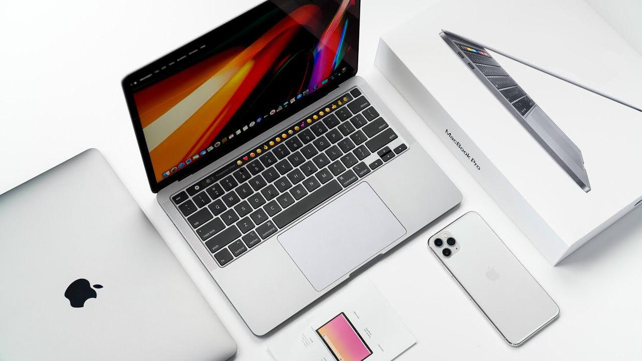 Macbook Pro 13 2020 Silver keyboard